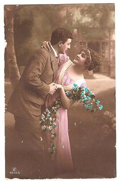 DIY postcard by Charlotta in Sweden for the iHanna DIY postcard swap 2013 Vintage Abbildungen, Vintage Kiss, Vintage Couples, Vintage Photos Women, Decoupage Vintage, Vintage Romance, Vintage Ephemera, Vintage Pictures, Vintage Photographs