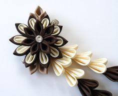 Marrón y Marfil flores de tela Kanzashi pinza de pelo con por JuLVa