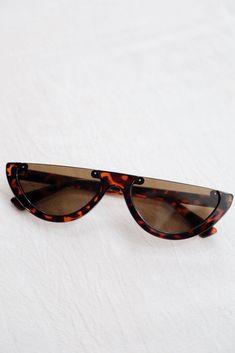 5ce1699a936fe 1450 melhores imagens de Oculos em 2019   Sunglasses, Feminine ...