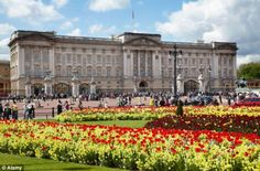 Buckingham Palace is known as one of the most popular attractions in Europe for its rich history and beautiful architecture. Garden Show, Love Garden, Buckingham Palace, Beautiful Architecture, Attraction, Louvre, Europe, Landscape, History