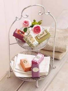use plates or small round piece of wood in pie holder to holder items for the bath