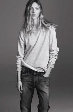 wavy hair, sweatshirt & slouchy jeans #style #fashion