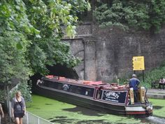 Islington Tunnel - just near my hse and I have been on this very narrow boat!!! The Tarporley Narrow Boat, London Tours, Rule Britannia, English Cottages, Canal Boat, Dinghy, Boat Design, Old London, London Photos