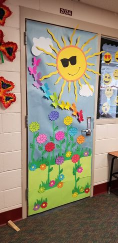 kunst für kinder frühling klassenzimmer / art for kids spring classroom Halloween Classroom Door, Classroom Decor, Christmas Door Decorating Contest, School Door Decorations, School Doors, Spring Crafts, Preschool Crafts, Art For Kids, Paper Crafts