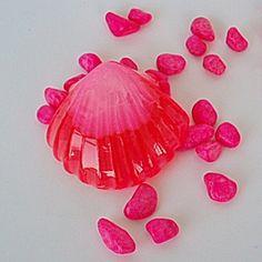 Jabón hecho a mano de glicerina,decorativo.Ofrezca en un producto los beneficios de un producto natural y la originalidad de su forma.Su aroma a rosa de Bulgaria se hará inolvidable.