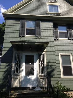 HOUSE FOR SALE (DISCOUNTED) 600 Thurston Rd. Rochester, NY 14619 Ask : $30 3 bd/1 bath Comps range: $21.5~$85  Avg Comps:  $51.2     AV=$49.8     Est. repairs: $3-5K (porch needs painting, interior needs painting, floors need refinishing tile floor in kitchen should be replaced)  Features:    new roof  siding  glass block windows in basement new windows finished attic. Drawback:  no driveway  CALL:585-209-3144 or EMAIL: bnacredit@me.com