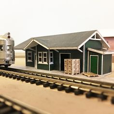 Small railroad depot made entirely out of paper. N Scale Model Trains, Model Train Layouts, Scale Models, Free Paper Models, Corrugated Metal, Paper Houses, Metal Buildings, Coffee Shop, Card Stock