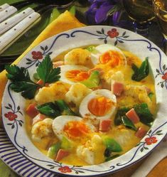 If you like egg dishes you will like this Egg Cauliflower Recipe. It is a ragout or stew with eggs and cauliflower on a creamy cheese sauce. Healthy Cooking, Cooking Recipes, Healthy Recipes, Healthy Food, Ham Recipes, Broccoli, Cauliflower Dishes, Soup Kitchen, Egg Dish