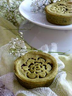Tartaletas de Té Matcha, Cerezas y Praliné de Almendra