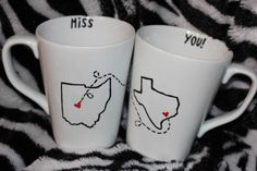 Long distance BFF  coffee mugs. Sooooooo doing this.
