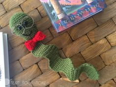 The Nerdy Bookworm Bookmark - free crochet pattern by Ashlea Konecny at Heart Hook Home. Easy Crochet Bookmarks, Crochet Bookmark Pattern, Crochet Cross, Easy Crochet Patterns, Cute Crochet, Amigurumi Patterns, Knitting Patterns, Crochet Ideas, Knitting Ideas