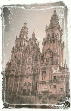Chove en Santiago meu doce amor, camelia branca do ar brila entebrecida ó sol.