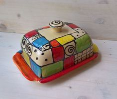 """Butterdose Butterglocke """"reale"""" im Design KOCKO für Butter Ceramic Pottery, Ceramic Art, Ceramic Butter Dish, Polish Pottery, Pottery Painting, Diy Clay, Clay Pots, Clay Creations, Projects To Try"""