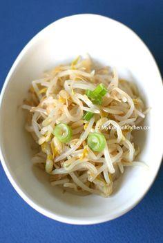 Korean Style Seasoned Mung Bean Sprouts Salad (Sukju Namul Muchim) - My Korean Kitchen Bean Sprout Salad, Bean Sprout Recipes, Sprouts Salad, Bean Sprouts, Bean Salad, Korean Side Dishes, Vegetarian Recipes, Cooking Recipes, Healthy Recipes