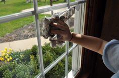 Dít is de geniale reden waarom je je ramen moet schoonmaken met een krant!