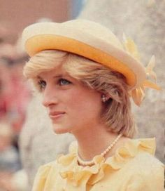 17 June 1983 Canada, Royal Tour: In her younger years, Diana looked gorgeous in pale yellow, just as with pale pink. Diana could make any clothing gorgeous. Princess Diana in bright yellow 🌸💞❤ Princess Diana Family, Princes Diana, Royal Princess, Prince And Princess, Princess Of Wales, Princess Charlotte, Prince Harry, Lady Diana Spencer, Spencer Family