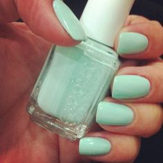 "Essie ""Mint Candy Apple"""