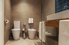 Bagni piccoli: 15 soluzioni per una ristrutturazione moderna! Ispiratevi Toilet, Bathroom, Trendy Tree, Washroom, Flush Toilet, Bath Room, Toilets, Bath, Bathrooms