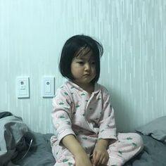 ㅋㅋㅋㅋㅋㅋㅋ진짴ㅋㅋㅋㅋㅋㅋㅋㅋ올해 끝나기 전에ㅋㅋㅋㅋㅋㅋㅋㅋㅋㅋㅋㅋㅋㅋ#핵삐짐 ㅋㅋㅋㅋㅋㅋㅋㅋㅋㅋㅋㅋㅋㅋㅋㅋㅋㅋㅋㅋㅋㅋㅋㅋㅋ 이모랑 싸우고 졌다 겅유디 ㅠ 이모는 말해라...나는 눈 감는다.... #권율이 #율둥이 Cute Asian Babies, Korean Babies, Asian Kids, Cute Babies, Cute Baby Meme, Cute Baby Pigs, Baby Memes, Cute Baby Girl Pictures, Baby Photos