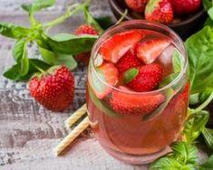 Recette de Thé glacé fraises basilic Cocktail Drinks, Cocktails, Vegan Kitchen, Cantaloupe, Smoothies, Food And Drink, Tasty, Tableware, Desserts