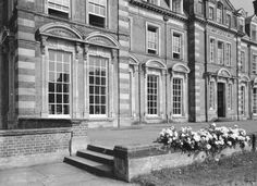 Kinmel  Hall before the rot!