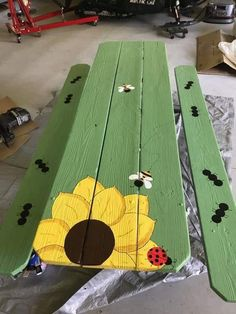 GreenLiving #OffTheGrid #Vintage #DIY #DontThrowAway #Discarded #Handmade #Craft #Recycle #Repurpose #ReUse #UPcycle #Art #Sculpture #HandPainted Painted Table Tops, Kids Picnic Table, Picnic Table Paint, Cool Tables, Cool Chairs, Picnic Blanket, Outdoor Blanket, Easy Flower Painting, Gardens