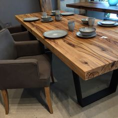 The in the is the perfect organic touch to make it look incredible . Rustic Kitchen Tables, Wooden Dining Tables, Dining Table Design, Wood Table, Dining Room Table, Resin Furniture, Home Furniture, Home Interior Design, Kitchen Design