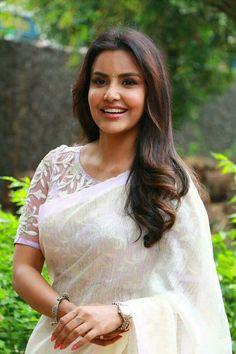 Priya Anand In White Saree From Tamil Movie Kootathil Oruthan - Actress Album Saree Models, Blouse Models, Saree Jackets, Saree Blouse Neck Designs, Blouse Patterns, Saree Trends, Stylish Sarees, Saree Look, Elegant Saree