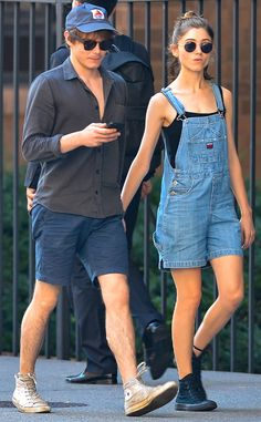 11 Times Natalia Dyer and Charlie Heaton Sparked Romance Rumors Natalia Dyer, Charlie Heaton Cast Stranger Things, Stranger Things Netflix, Jonathan And Nancy, Natalie Dyer, Fashion Couple, Couple Outfits, Celebs, Celebrities, Cute Couples