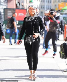 The ex-fiance of Rob Kardashian showed off her curves in a black velour Adidas tracksuit with a Chanel purse and a hounds-tooth headband. Chanel Purse, Chanel Handbags, Angela Renee White, Black Chyna, Adidas Tracksuit, High Fashion, Womens Fashion, Black Love, Haute Couture