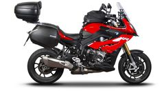 Red Motorcycle, Moto Bike, Kawasaki Motorcycles, Cars And Motorcycles, Bmw Adventure Bike, Scooters, Motos Bmw, Motorbike Design, Bmw S1000rr