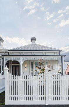 Cottage Home Interior .Cottage Home Interior Exterior Tiles, Exterior Cladding, Exterior Colors, Exterior Design, Facade Design, Diy Blinds, Diy Curtains, Home Interior, Interior And Exterior