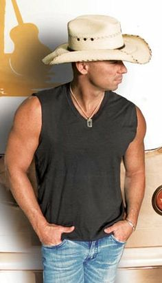 Kenny Chesney in a black tanktop Male Country Singers, Country Music Artists, Kenney Chesney, No Shoes Nation, Country Music Quotes, Country Men, Tim Mcgraw, Raining Men, Sharp Dressed Man