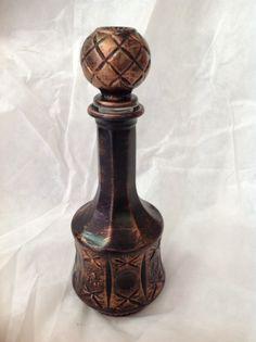 Garrafa de vidro com efeito em bronze, da  By Sandavies