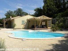 Vakantiehuis: Bijzonder ruime vrijstaande villa met een privé-zwembad met een tuin van 2500 m² in het zuiden van Frankrijk.    te huur voor uw vakantie in Gard (Frankrijk)