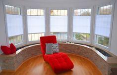 eleganckie wnętrza - neutralne aranżacje - silne akcenty kolorystyczne - czerwień i biel - plisy