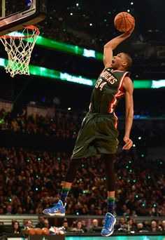 Giannis Antetokounmpo wearing a Nike HyperRev 2015 iD (1)