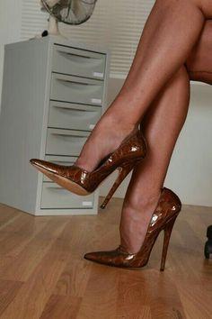 The pleasure of high Heels: Brown pumps tan pantyhose Sexy Legs And Heels, Platform High Heels, Black High Heels, High Heels Stilettos, High Heel Boots, Stiletto Heels, Classy Heels, Dress And Heels, Pantyhose Heels