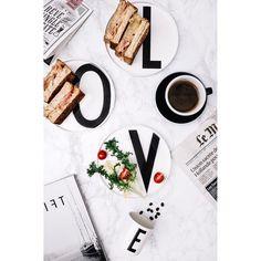 1,069 個讚,19 則留言 - Instagram 上的 Stella(@stella_5727):「 今天早餐雖然很簡單 就是火腿起司蛋三明治 但是餐桌設計上 藏不住我對拍公的~ 跟我唸一次 「愛,L,O,V,E,愛」 . 忍不住要要哼王菲的矜持 「我的情意總是輕易就洋溢眼底~」… 」
