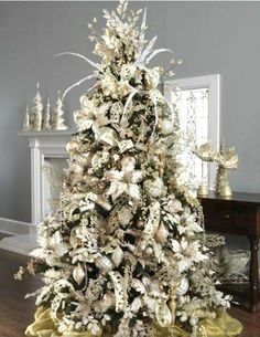 Beautifully Decorated Christmas Trees | Classic Chic Home: 20 Beautifully Decorated Christmas Trees
