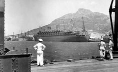 The massive Nieuw Amsterdam converted to a troopship tied up in the Duncan Dock. South African Railways, Toyota, Holland America Cruises, Cape Town South Africa, Most Beautiful Cities, Old Buildings, African History, Old Photos, Vintage Photos