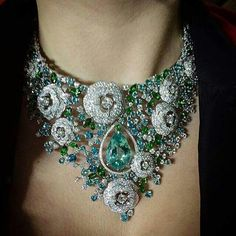 A shit-ton of stones, check. Big and bulky, check. OTT, check. Ostentatious, check. Beautiful pear stone, check. Yup, this @chanel necklace ticks ALL my #jewelgasm boxes!