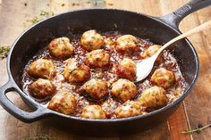 French Onion Meatballs - Delish.com Healthy Work Snacks, Clean Eating Snacks, Healthy Recipes, Easy Recipes, Bariatric Recipes, Diabetic Recipes, Healthy Foods, Soup Recipes, Chicken Meatball Recipes