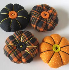 Pumpkins :) Thes would be so CUTE in an apothacary jar!