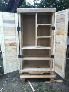 This DIY pallet cabinet is a very rare, genuine and functional example of pallet wood recycling and reclaiming and contains all features to over take your