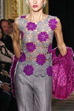 stunning crochet blouse models - Do it Yourself Clothes Crochet Tunic, Freeform Crochet, Crochet Motif, Crochet Designs, Crochet Clothes, Crochet Lace, Crochet Patterns, Crochet Tops, Crochet Ideas