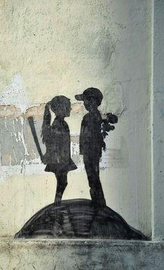 Banksy - this is great. I want a banksy tat Banksy Graffiti, Graffiti Kunst, Street Art Banksy, Bansky, Graffiti Artwork, Graffiti Drawing, Graffiti Girl, Amazing Street Art, Amazing Art
