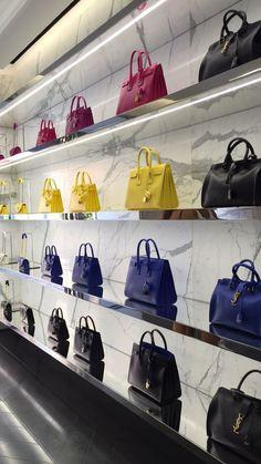 Pin by blue kraf on restuarant/cafe/shop design Boutique Interior, Boutique Design, Shoe Store Design, Cafe Shop Design, Boutique Decor, Shop Interior Design, Retail Design, Handbag Display, Shoe Display
