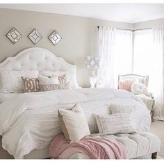 """41.2 mil Me gusta, 228 comentarios - Interior Design & Home Decor (@inspire_me_home_decor) en Instagram: """"Valentines Day is next week and I'm loving what the sweet @kimkhazel has done to her bedroom!…"""""""