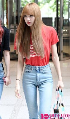 Queen La Lisa, airport look compilation. Support the group Blackpink and show your love. Blackpink Lisa, Jennie Lisa, Blackpink Outfits, Summer Outfits, Fashion Outfits, Korean Look, Korean Girl, Blackpink Fashion, Korean Fashion